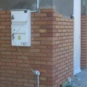 ściany z brązowej cegły 2