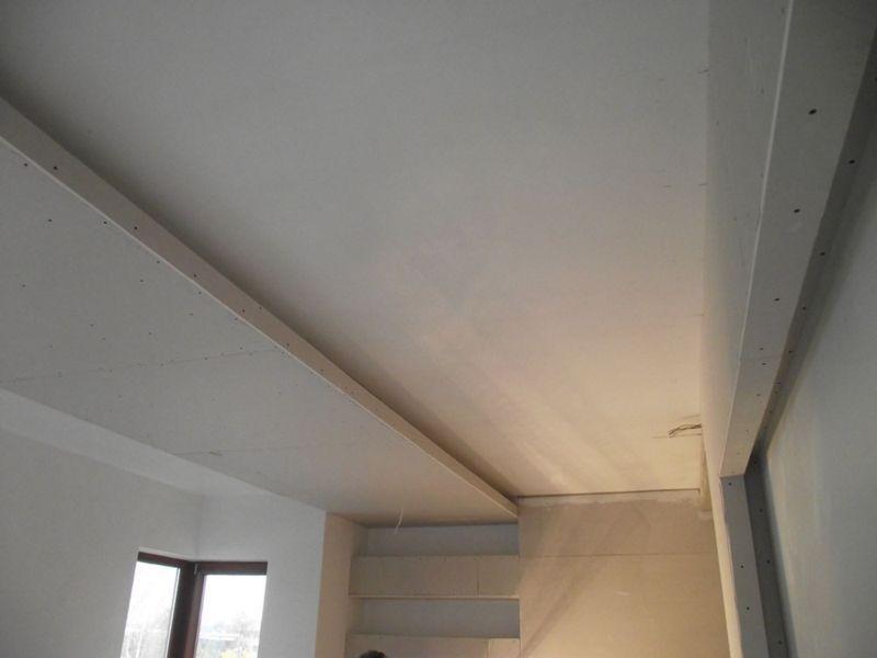 biała ściana 1